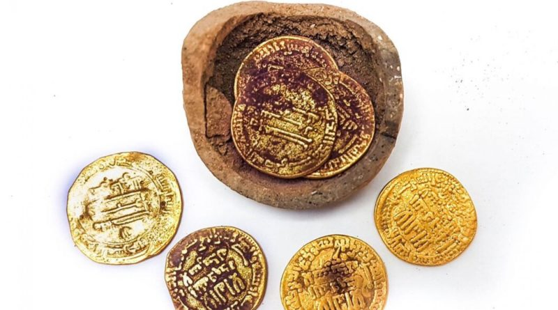gold coins found in ancient pot